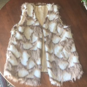 Faux fur vest in tan and ivory print
